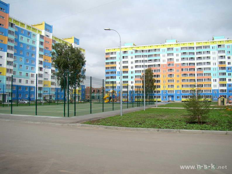 Сибиряков-Гвардейцев, 82 III кв. 2012