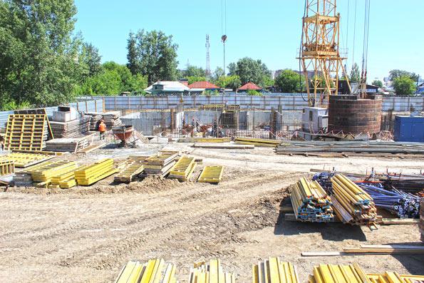Титова, 323 (232/1 стр) фото со стройки лето-осень 2020
