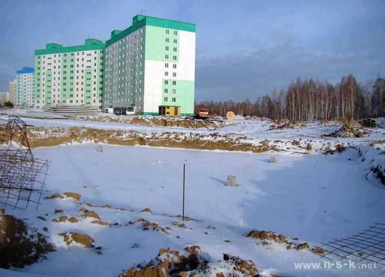 Татьяны Снежиной, 35, 37 (Высоцкого, 39, 40 стр) IV кв. 2011