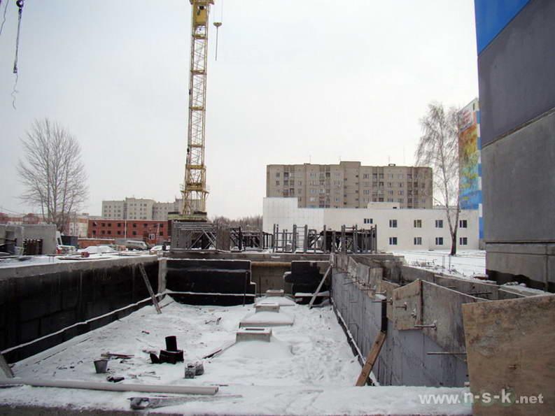 Сибиряков-Гвардейцев, 82 IV кв. 2011