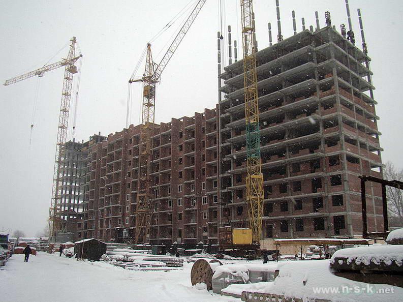 Сибиряков-Гвардейцев, 44/7 IV кв. 2012