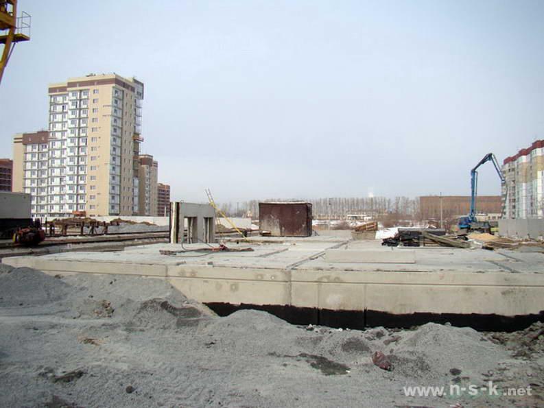Петухова, 14/8 I кв. 2012