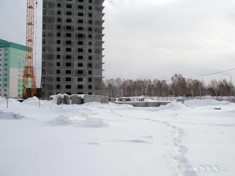 Татьяны Снежиной, 35, 37 (Высоцкого, 39, 40 стр) I кв. 2013